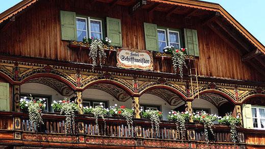 Au hameau de Königssee, un des nombreux hôtels familiaux de Bavière, avec sa décoration typique.
