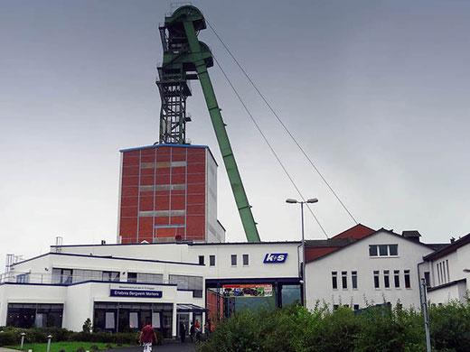 Le centre d'accueil et l'ascenseur de la mine de Merkers.