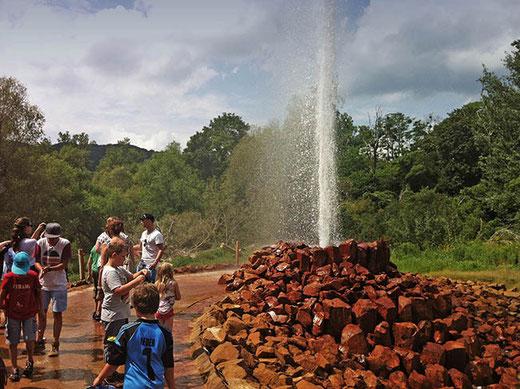 Le geyser d'Anderbach, en fin d'éruption.