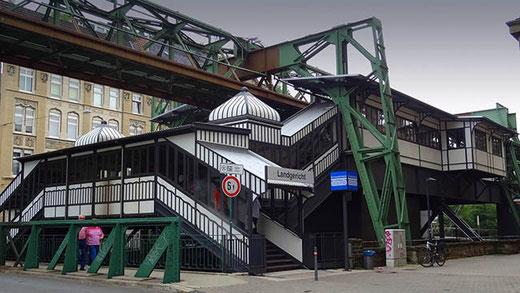 La station Landgericht, l'une des dernières a avoir gardé son aspect d'origine.