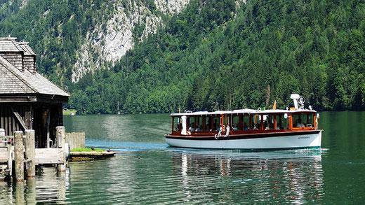 Un des bateaux électriques qui parcourent le Königssee.
