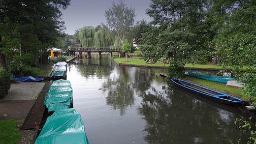 Les embarcadères de Lübbenau. Par temps de pluie, les volontaires pour une promenade en barque ne se bousculent pas !