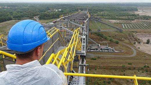 À l'extrémité de la machine F60, à 74 m de hauteur au-dessus de la plaine de Lusace.