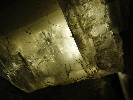 Certains cristaux peuvent atteindre 1 m de côté.