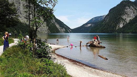 La plage de St Bartholomä. L'eau du Königssee est la plus pure d'Allemagne : on peut quasiment la boire.