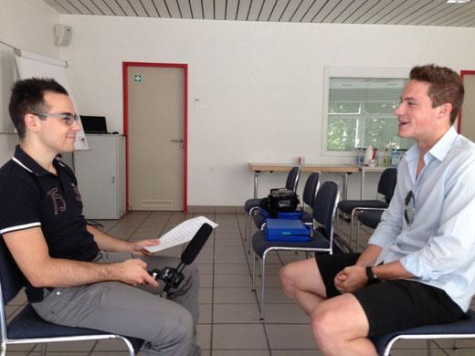 """Interviewer und """"Anlageberater"""" - hoffentlich werden die """"echen"""" Interviews auch so lustig"""