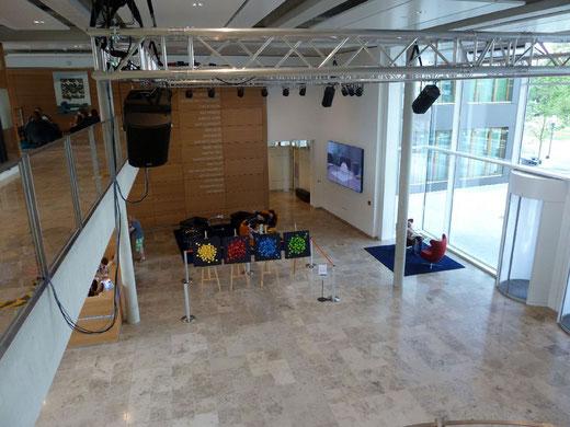 Zweite Station: Die nagelneue VR-Bank