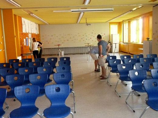 Noch ist der Saal leer
