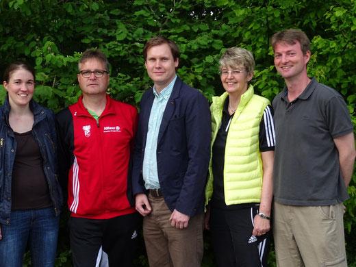 Die Verantwortlichen der Abteilung bei der Vorstellung des Trainer-Duos:  v.l. Judith Finke, Uwe Winkelhues, Holger Sokol, Marianne Finke-Holtz und Matthias Lembeck