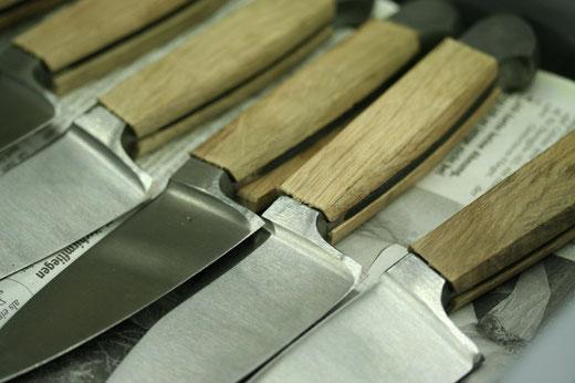 Messermanufaktur Güde Solingen - Messergriffe vor der Vernietung