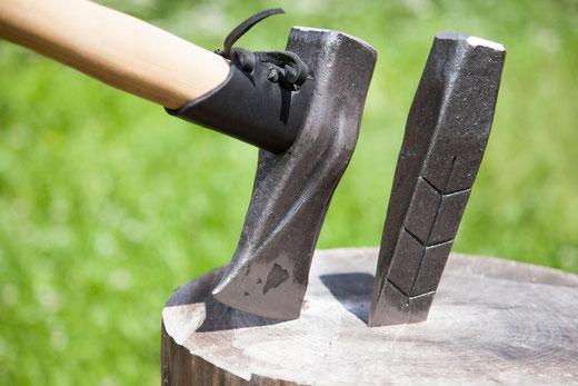 Spaltkeile für Holz geschmiedet