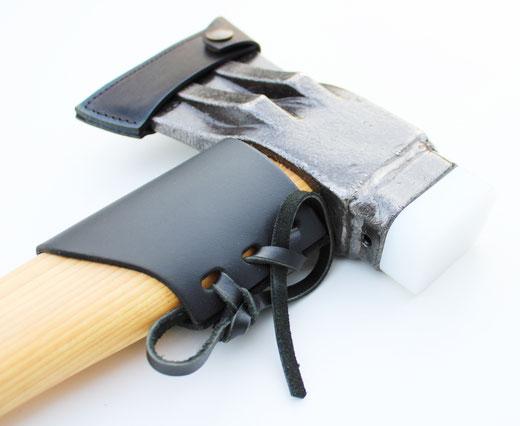 Doppelkeil-Spaltaxt mit PE-Schlagkopf und Lederschneiden- / Lederstielschutz