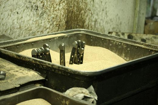 Messermanufaktur Güde Solingen - Abkühlung vor dem nächsten Produktionsschritt