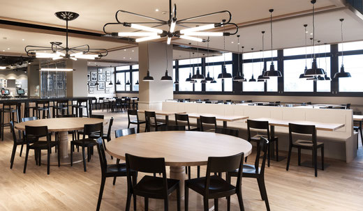 Geberit Personalrestaurant, Jona CH Leuchten Berlin, Mannheim I Wand, Mannheim II und Mannheim Stern aus der Kollektion EBOLICHT