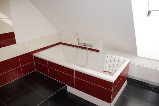 Bad OG - Villeroy & Boch Badewanne 190x90cm - Mehrpreis 750,-€