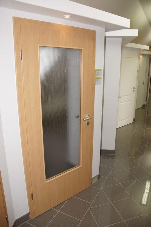 Wohnzimmertür - bei uns in weiß mit satiniertem Glattglas - Mehrpreis 500,-€