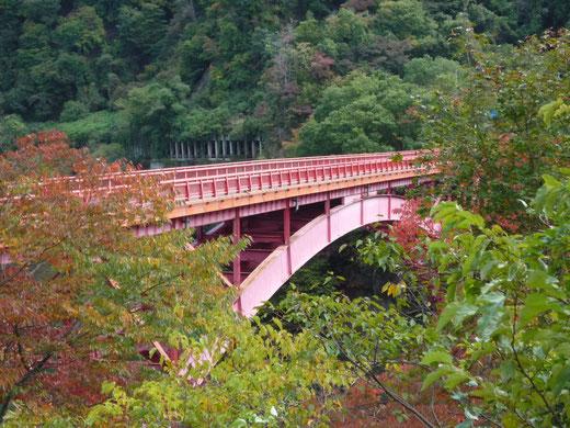 鬼無里は紅葉が見ごろです!途中にある裾花大橋が赤くてキレイ!