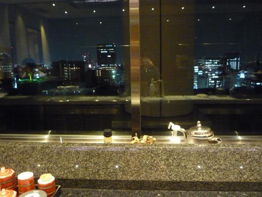 前泊したホテルの最上階にあるバーで、お煮しめを頼んだら急に歯が痛み出して、大変苦しみました;