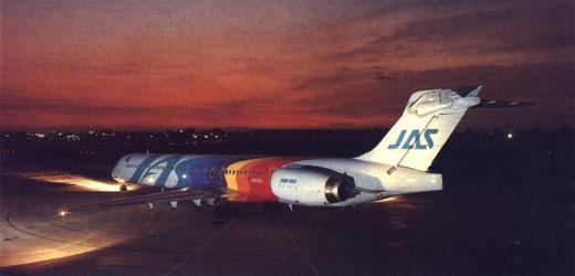 Stimmungsvolle Aufnahme einer MD-90 der JAS/Courtesy: McDonnell Douglas