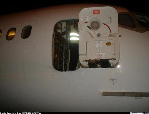 Jetsgo MD-83-Servicetür/Courtesy: ex Super 80-Crew ex