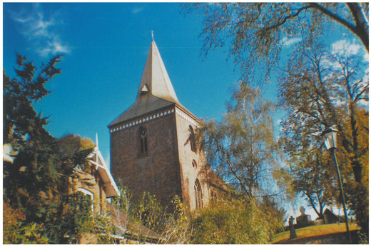 Maria-Magdalenen-Kirche zu Berkenthin im Herbst 2014       Foto: Christa Speth