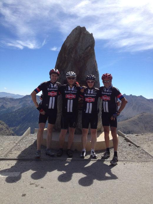 Gruppenfoto auf 2802 m Höhe: der Col de Bonette
