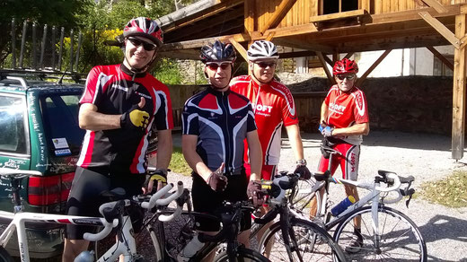 Ralf, Gerald, Hubert und Udo nach der Ankunft in Laatsch (I) zu einem ersten Aufwärmtraining