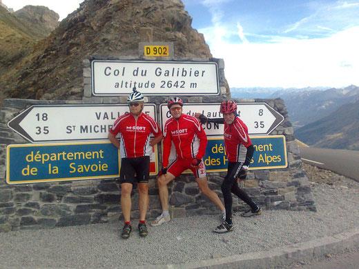 Hubert, Ralf und Udo auf 2642 m Höhe und nach 2 Pass-Bewältigungen