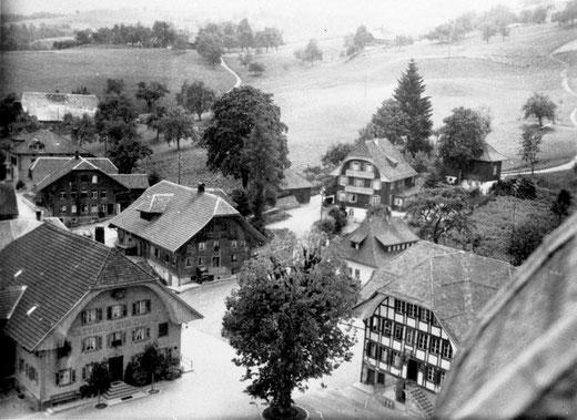 Luthern Dorf, Sicht vom Kirchturm mit Gasthaus Sonne, Gemeindehaus Wölfen in Richtung Hochbrügg, Foto Ferdy Zettel (LD 16)