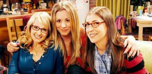 Schöne Menschen verdienen laut einer neuen Studie 20 Prozent mehr. Anders ist es in der TV-Serie «The Big Bang Theory»: Die schöne Kellnerin Penny verdient dort weniger als ihre Forscher-Kolleginnen. (Bild: The Big Bang Theory)