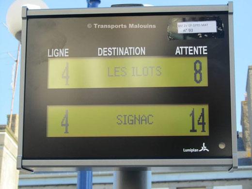 Vue d'une borne d'information aux voyageurs Lumiplan, en phase de test. ©O530C2