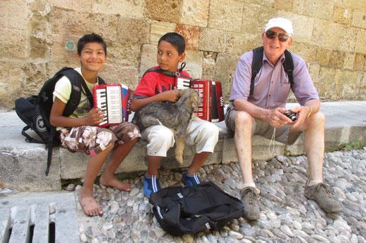 Auch auf Rhodos spielt die Jugend Akkordeon (Fotos: Logemann)