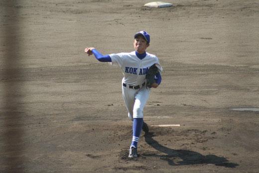 湘南工科大学附属 高瀬翔悟のピッチングは、写真をクリック!