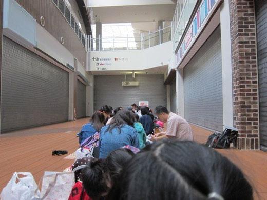 キッザニア東京 朝の入場待ちの行列