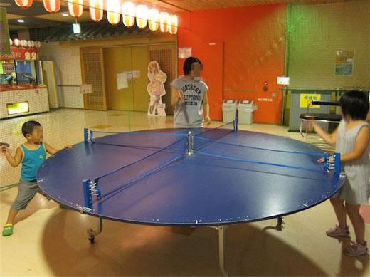 4人で対戦できる卓球台