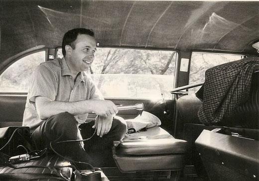 DAVID ON ASSIGNMENT IN TEL AVIV, 1968 (PHOTO © RONNIE WILSON)