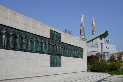 日本26聖人殉教記念碑:船越保武、聖フィリッポ西坂聖堂:今井兼次 1962年