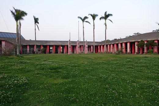 今帰仁中央公民館 設計:象 設計集団+アトリエ・モビル 1975年