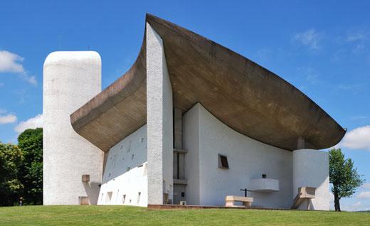 ロンシャン礼拝堂 設計:ル・コルビュジエ 1955年竣工