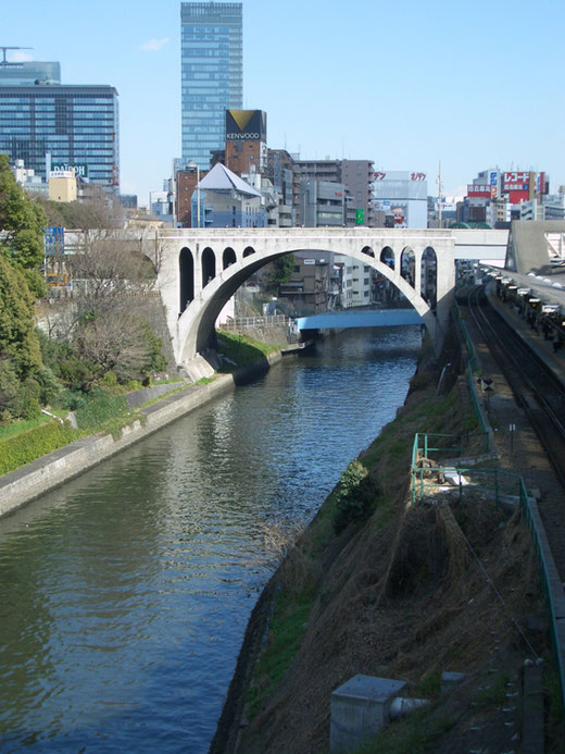 お茶の水「聖橋(ひじりばし)」設計:山田守 1927(昭和2)
