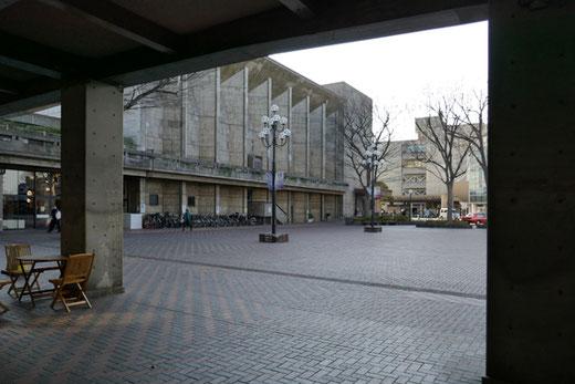 世田谷区役所・区民会館 設計:前川国男 1960(昭和35)年