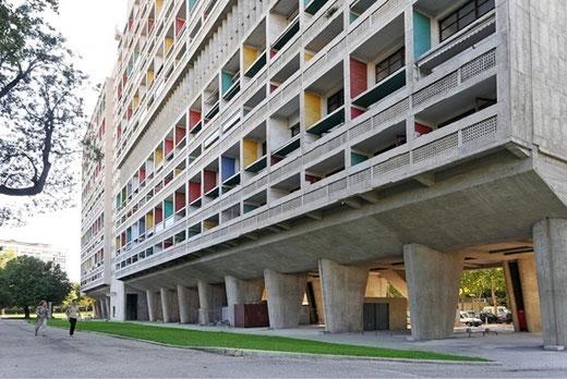ユニテダビタシオン(マルセイユ) 設計:ル・コルビュジエ 1952年竣工