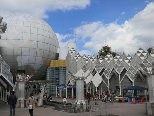 湘南台文化センター 設計:長谷川逸子(1990)