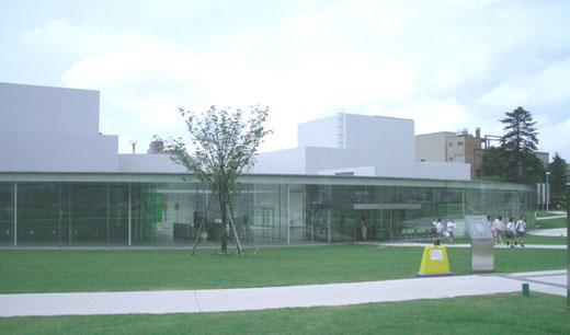 金沢21世紀美術館 設計:妹島和世+西沢立衛(SANAA)(2004)