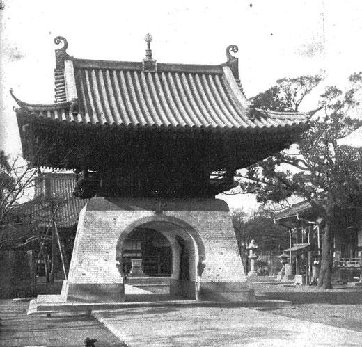 不忍池天竜門 設計:伊東忠太 1914(大正3)年(戦災で焼失)
