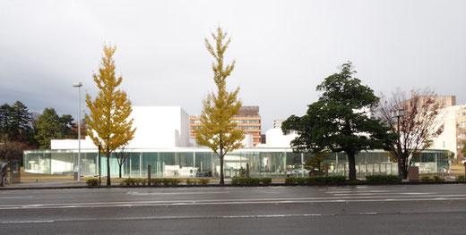 金沢21世紀美術館 設計:妹島和世+西沢立衛/SANAA 2004