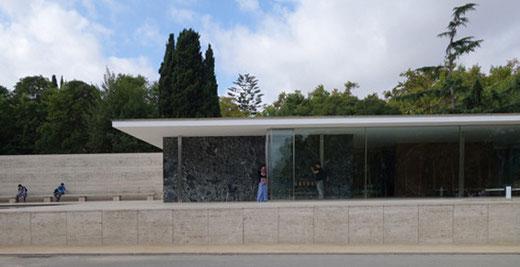 バルセロナ・パビリオン 設計:ミース・ファン・デル・ローエ(1929)