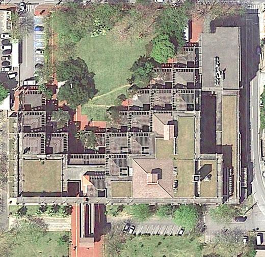 名護市庁舎の航空写真(Google Earthより)