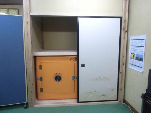 押し入れに設置された津波シェルターCLヒカリ