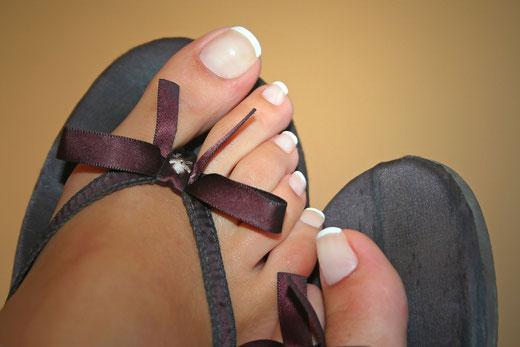 Fußmassage bei einer kosmetischen Fußpflege (Pediküre) im Nagelstudio Mainz, Fußpflegestudio